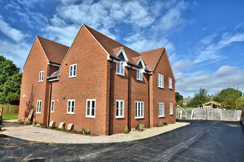 2 Bedrooms Flat for sale in Bernard Barlow Close, Didcot