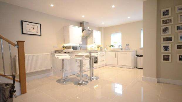 2 Bedrooms Detached House for sale in Havelock Road, Maidenhead, Berkshire