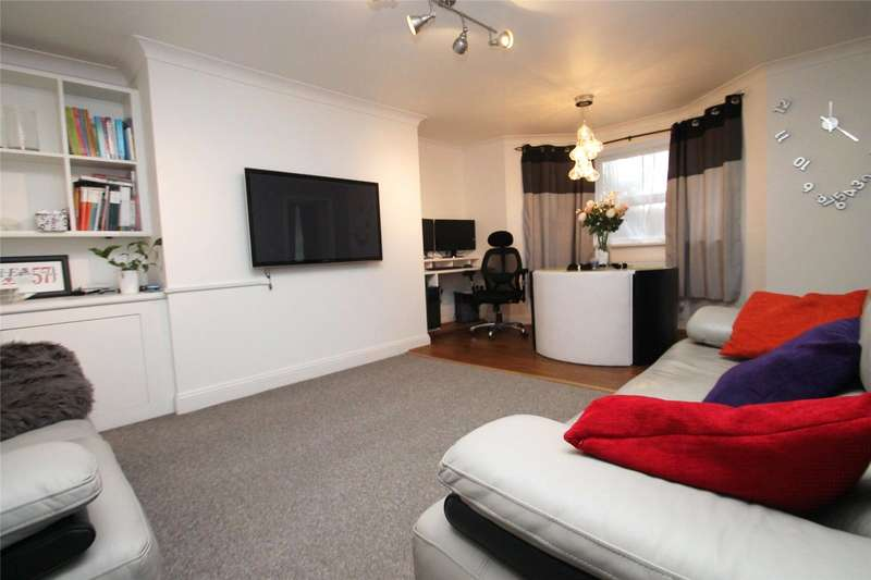 2 Bedrooms Apartment Flat for sale in Fitzalan Road, Littlehampton, West Sussex, BN17