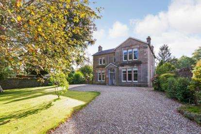 5 Bedrooms Detached House for sale in Balkerach Street, Doune