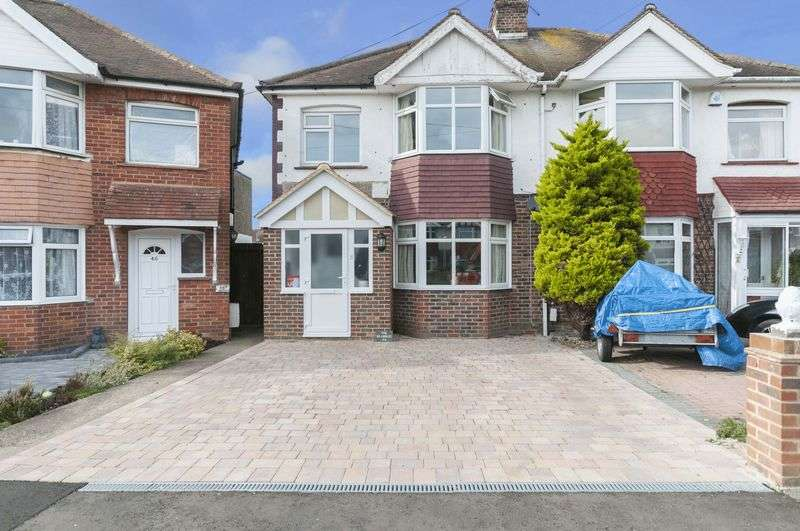 3 Bedrooms Semi Detached House for sale in Annweir Avenue, Lancing