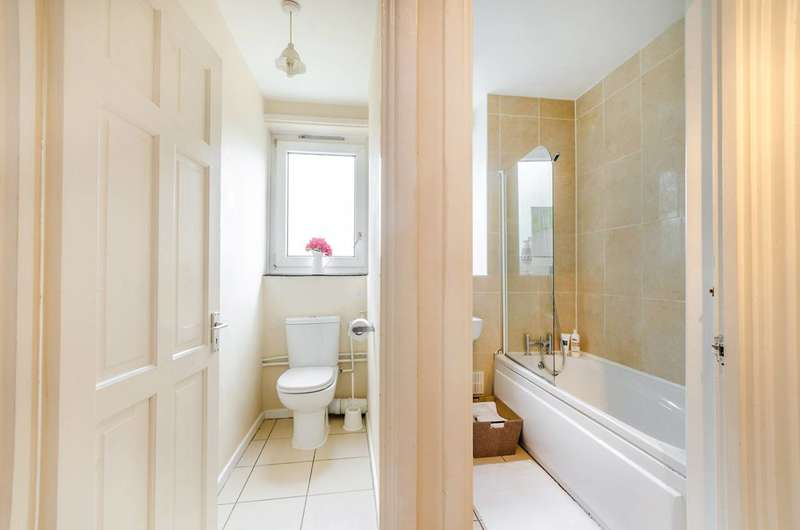 2 Bedrooms Flat for sale in Westleigh Avenue, Putney, SW15