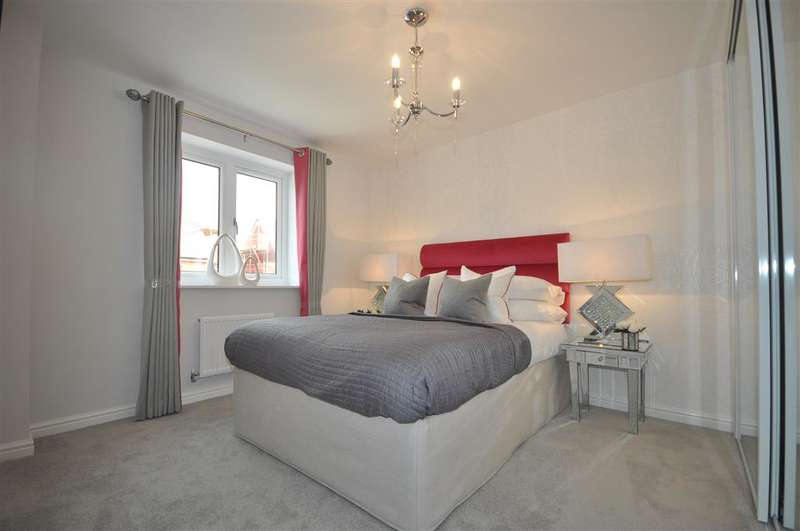 4 Bedrooms Semi Detached House for sale in Motte Lane, Castle Hill, Swanscombe, Kent