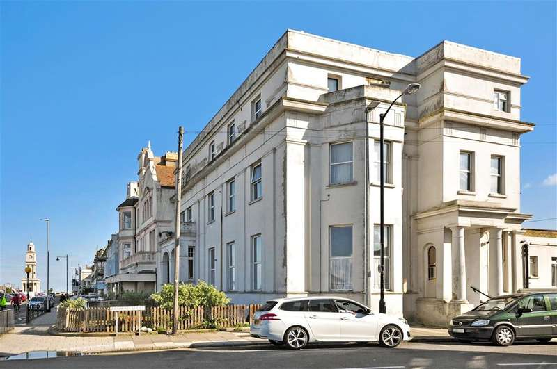 3 Bedrooms Flat for sale in Richmond Street, Herne Bay, Kent