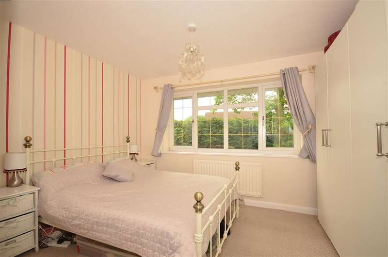 2 Bedrooms End Of Terrace House for sale in Bentley Close, Walderslade, Chatham, Kent