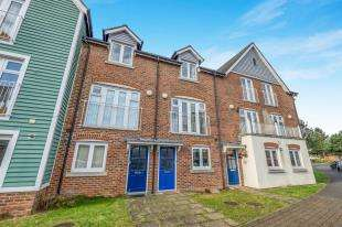3 Bedrooms Terraced House for sale in The Lakes, Larkfield, Aylesford, Kent