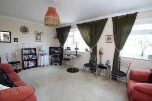 2 Bedrooms Flat for sale in Chestnut Manor, 359 Croydon Road, Wallington