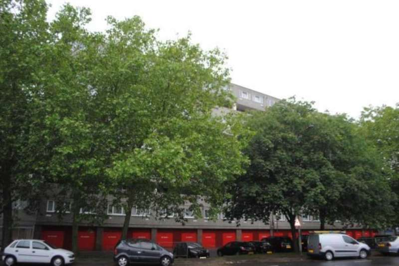 2 Bedrooms Apartment Flat for sale in Webb Court, Atlee Road, SE28 8DN
