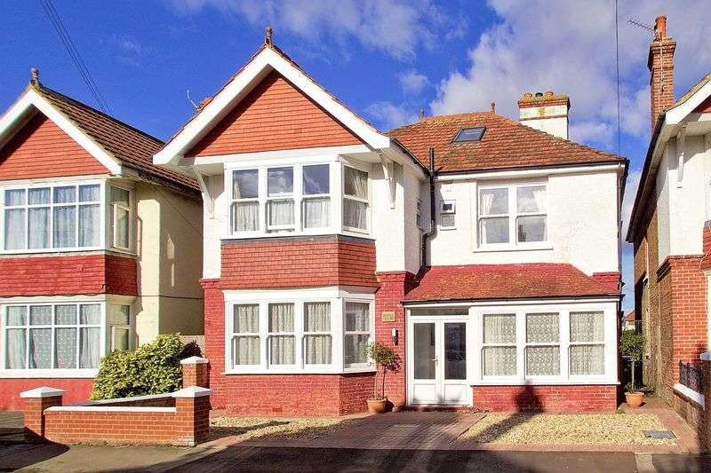 4 Bedrooms Detached House for sale in Richmond Avenue, Bognor Regis, PO21