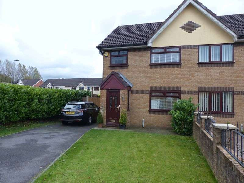 3 Bedrooms Semi Detached House for sale in Hayle Road, Moorside