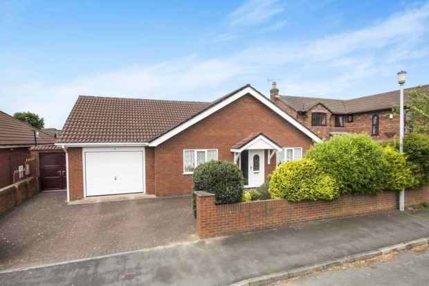 3 Bedrooms Detached Bungalow for sale in Llwni Drive, Deeside, Clwyd, CH5 4NJ