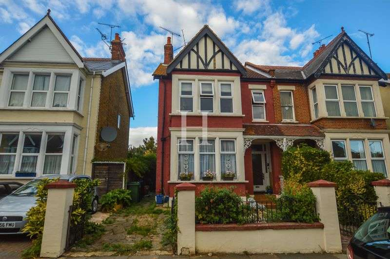 3 Bedrooms Flat for sale in York Road, Southend-On-Sea, Essex, SS1