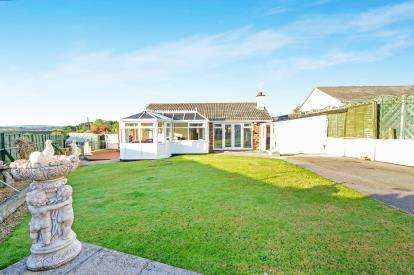 3 Bedrooms Bungalow for sale in Blackwater, Truro, Cornwall
