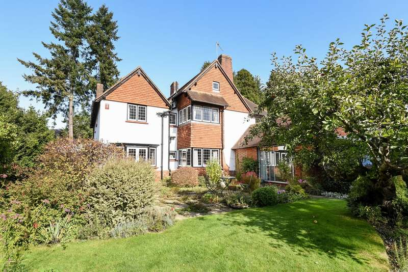 4 Bedrooms Detached House for sale in Hook Heath