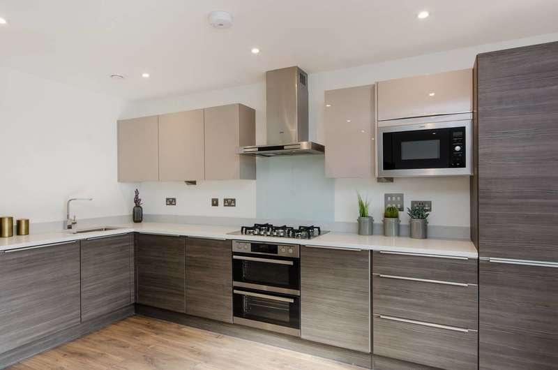 2 Bedrooms Flat for sale in Abbey Court, Wimbledon, SW20