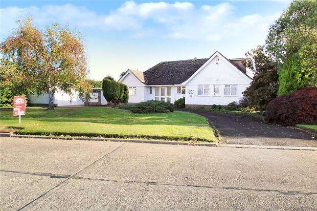 4 Bedrooms Detached House for sale in Michel Grove, Willowhayne, East Preston, West Sussex, BN16