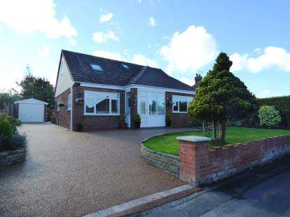4 Bedrooms Bungalow for sale in Manor Drive, Great Boughton, Chester, Cheshire, CH3