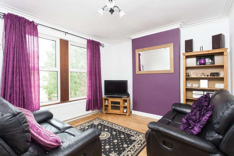 3 Bedrooms Flat for sale in Merchland Road, London