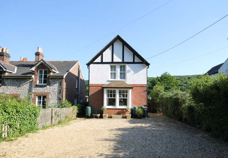 2 Bedrooms Detached House for sale in Totland, Isle Of Wight