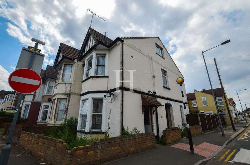 5 Bedrooms Semi Detached House for sale in Ramuz Drive, Westcliff-On-Sea, Essex, SS0