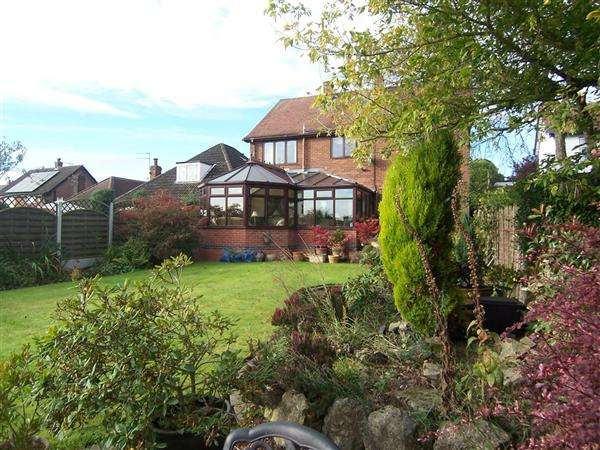 4 Bedrooms Detached House for sale in Crosshill, Codnor
