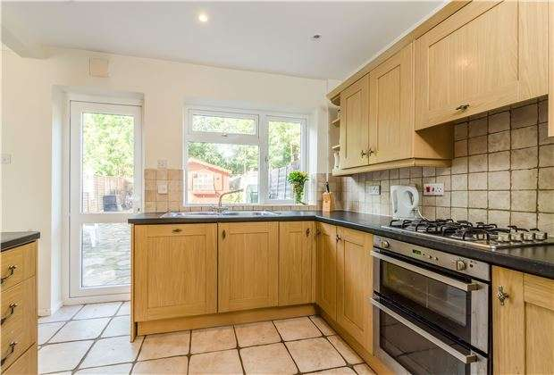 3 Bedrooms Terraced House for sale in Rathgar Close, REDHILL, RH1