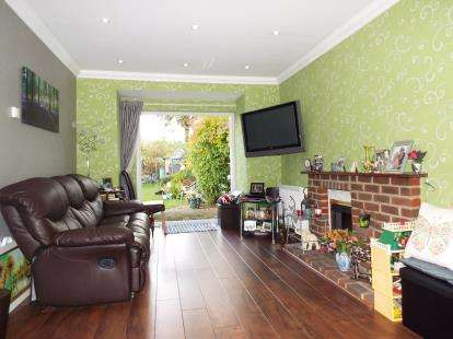 3 Bedrooms Bungalow for sale in Romford, Essex, London