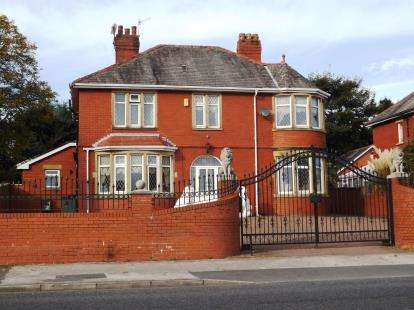 4 Bedrooms Detached House for sale in Heysham Road, Heysham, Morecambe, Lancashire, LA3