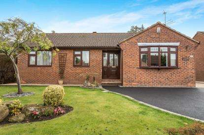 3 Bedrooms Bungalow for sale in Thornbridge Crescent, Chesterfield, Derbyshire, Chesterfield