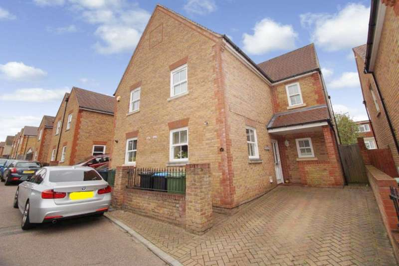 5 Bedrooms Semi Detached House for sale in Dowling Court, Hemel Hempstead