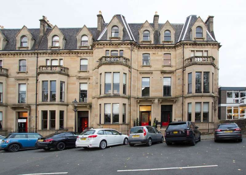 3 Bedrooms Flat for rent in Kingsborough Gardens, Dowanhill, Glasgow