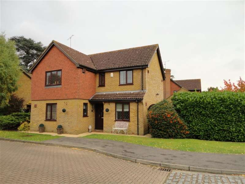 4 Bedrooms Detached House for sale in Newton Court, Old Windsor, Windsor, SL4 2SN