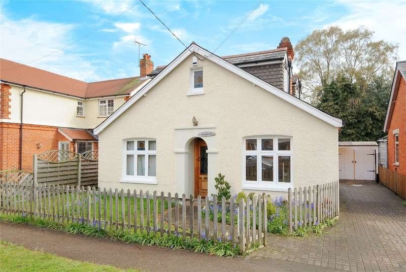 4 Bedrooms Detached Bungalow for sale in Junction Road, Lightwater, Surrey, GU18