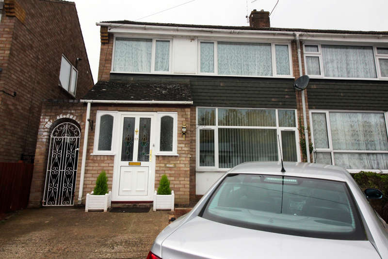 3 Bedrooms Semi Detached House for sale in Brookside Road, Worcester, Worcester, WR2