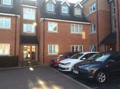 2 Bedrooms Flat for sale in Holland Close, Loughborough, Leicestershire