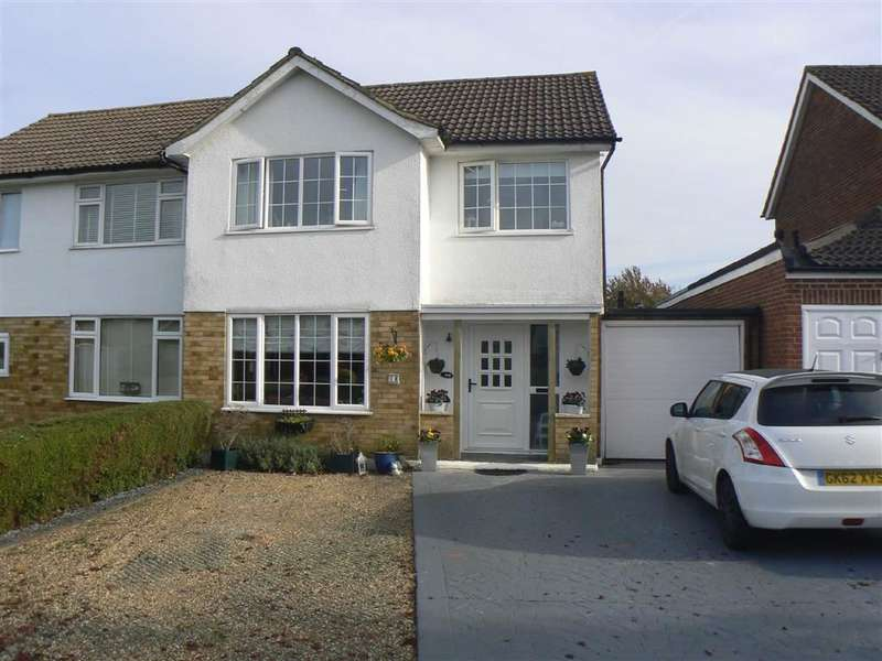 4 Bedrooms Property for sale in Ferndale Way, Farnborough
