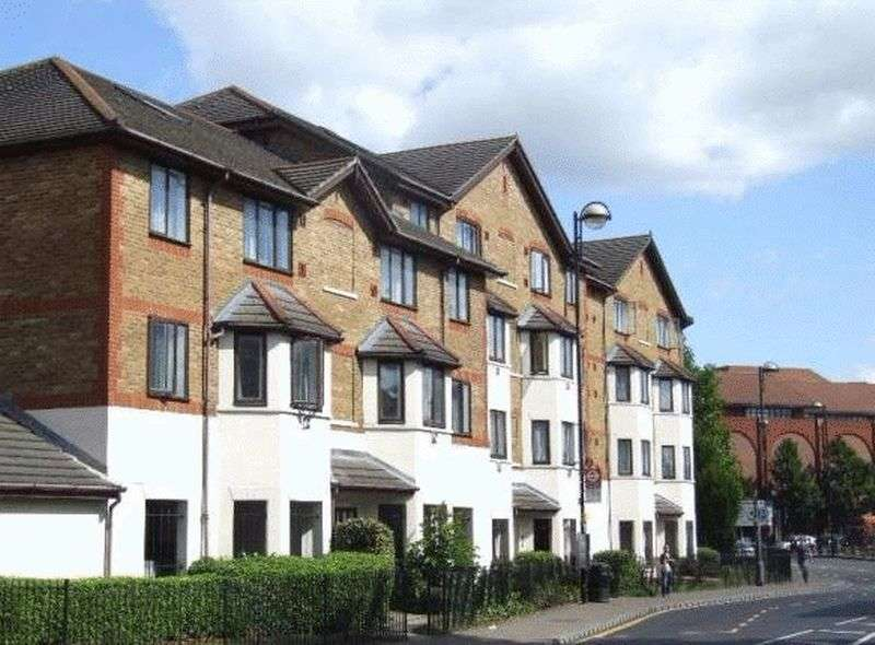 1 Bedroom Flat for sale in Ickenham