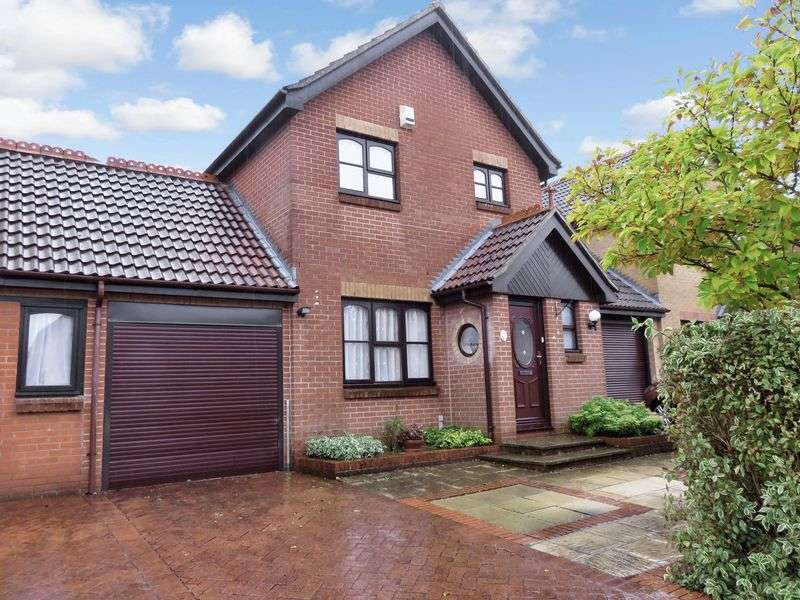 3 Bedrooms Detached House for sale in Spicer Way, Chard