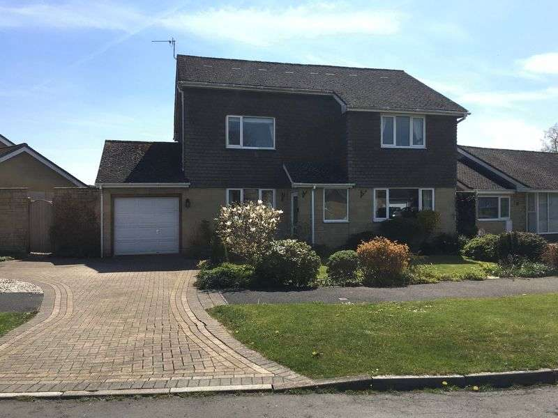 4 Bedrooms Detached House for sale in Fouracre Close - Ashton Keynes - SN6