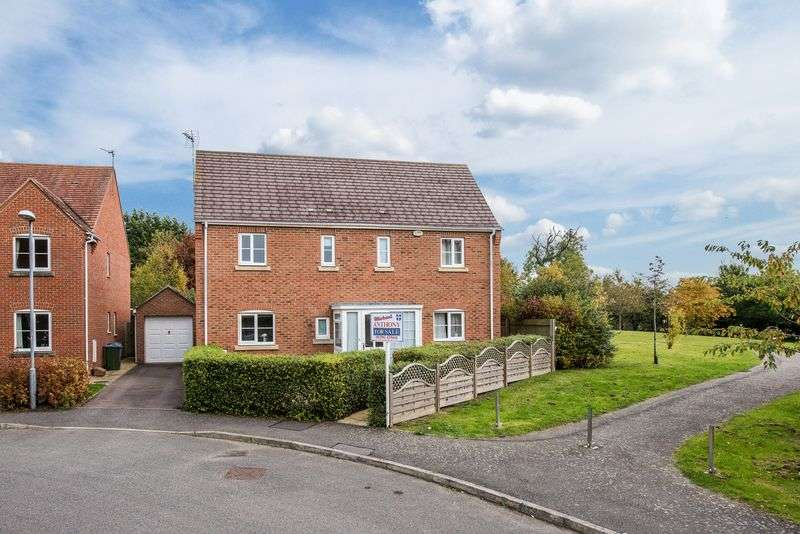 4 Bedrooms Detached House for sale in Whitechurch Close, Aylesbury