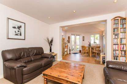3 Bedrooms Terraced House for sale in Banquo Approach, Heathcote, Warwick, Warwickshire