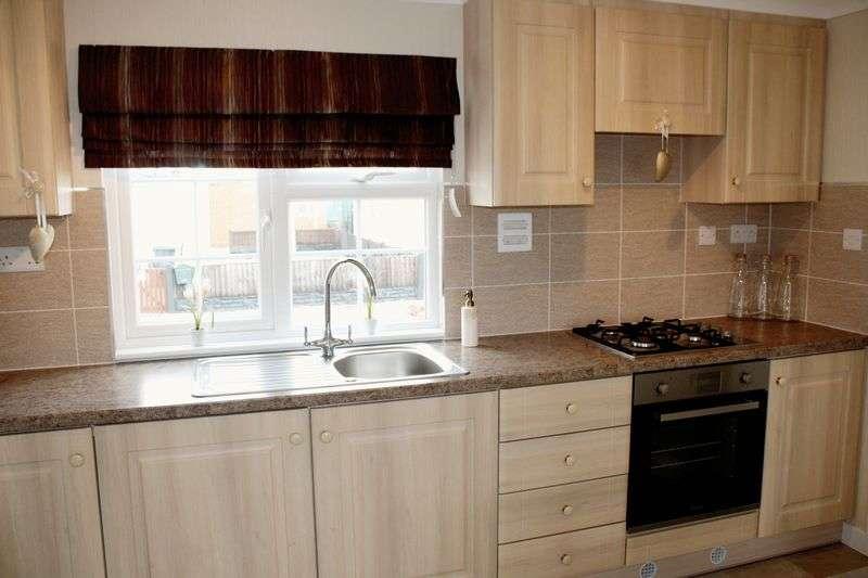 2 Bedrooms Bungalow for sale in Lamaleach Park Freckleton PR4 1DT