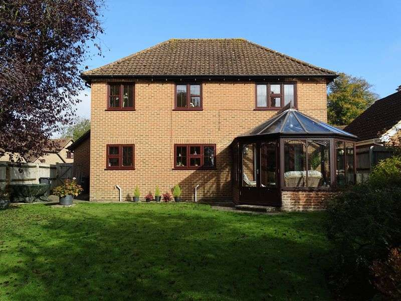 4 Bedrooms Detached House for sale in St. Edwards Meadow, Winterbourne Dauntsey