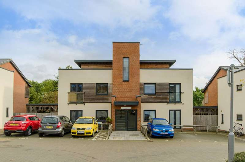 2 Bedrooms Flat for sale in Amport Place, Mill Hill, NW7