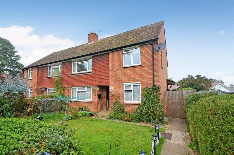 2 Bedrooms Flat for sale in Sandfields, Woking