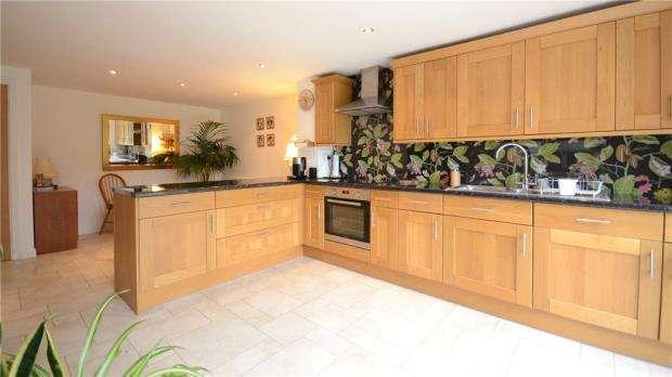 4 Bedrooms Detached House for sale in Arthur Road, Wokingham, Berkshire