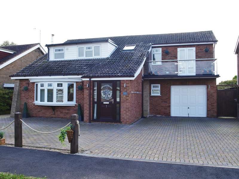 4 Bedrooms Detached House for sale in Silvertree Way