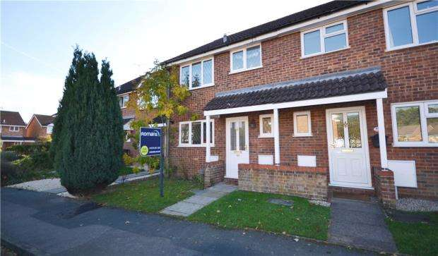 3 Bedrooms Terraced House for sale in Sandringham Way, Frimley, Camberley