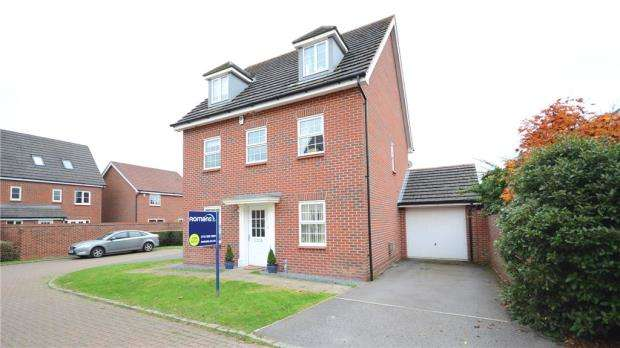 5 Bedrooms Detached House for sale in Bryant Crescent, Spencers Wood, Reading