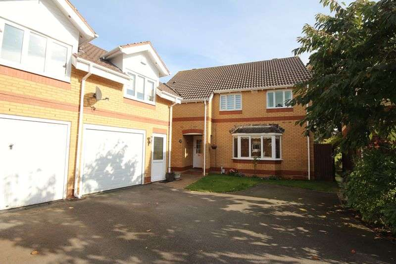 4 Bedrooms Detached House for sale in Hastings Crescent, Old St Mellons